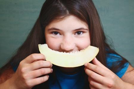 Cantaloupe Vitamins / Eating cantaloupe may bring a number of health benefits.